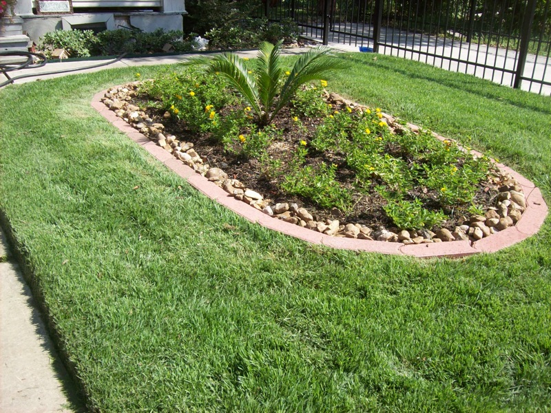 Seasonal landscaping san antonio windcrest castle for Garden maintenance jobs